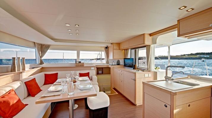 Sailing-Tromsø-Midnight Sun Luxury Catamaran-4