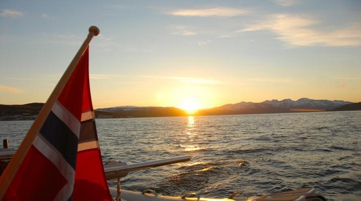 Sailing-Tromsø-Midnight Sun Luxury Catamaran-6