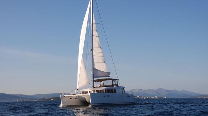 Sailing-Tromsø-Midnight Sun Luxury Catamaran-2