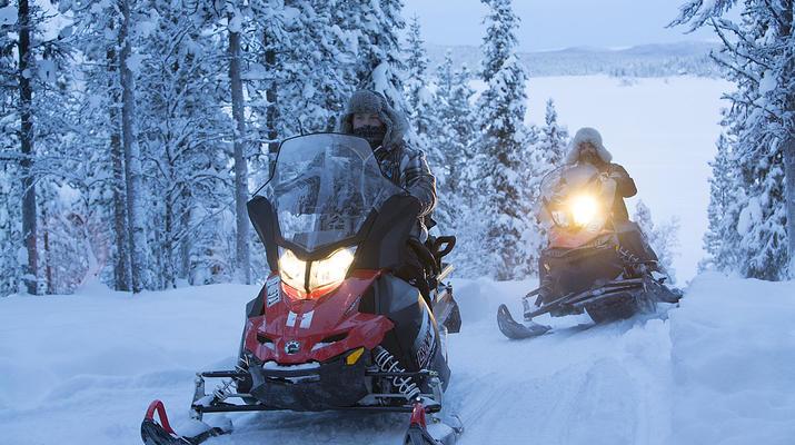 Motoneige-Kiruna-Tour en motoneige avec café et sandwich près de Kiruna, Suède-1