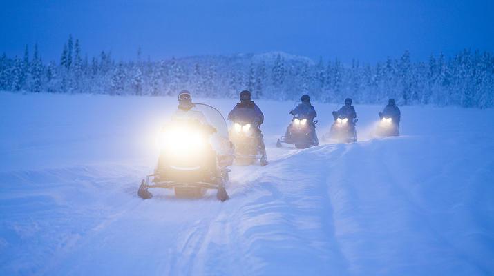 Motoneige-Kiruna-Excursion en motoneige avec déjeuner près de Kiruna-1