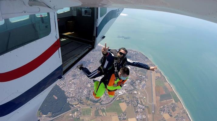 Parachutisme-Le Havre-Saut en parachute tandem entre Etretat et Le Havre-1