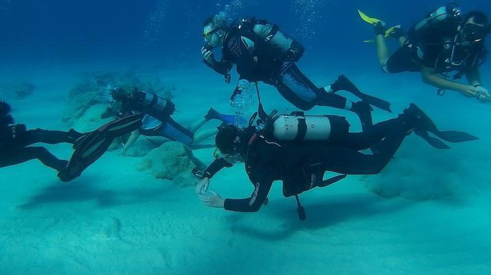 Tauchen-Almyrida-PADI Discover Scuba Diving Kurs in Chania-1