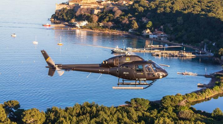 Helicoptère-Cannes-Vol panoramique partagé en hélicoptère au-dessus de la Côte d'Azur depuis Cannes-4