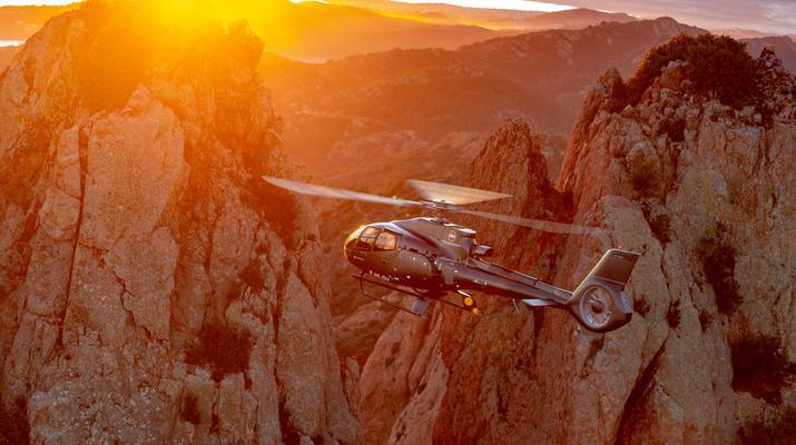 Helicoptère-Cannes-Vol panoramique partagé en hélicoptère au-dessus de la Côte d'Azur depuis Cannes-5