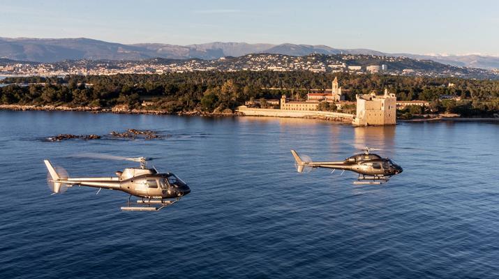 Helicoptère-Cannes-Vol panoramique partagé en hélicoptère au-dessus de la Côte d'Azur depuis Cannes-1