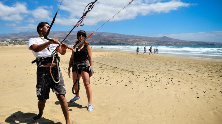 Kitesurfing-Maspalomas, Gran Canaria-Kitesurfing lessons in Maspalomas, south of Gran Canaria-3