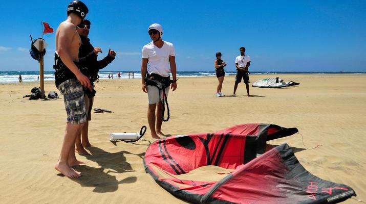 Kitesurfing-Maspalomas, Gran Canaria-Kitesurfing lessons in Maspalomas, south of Gran Canaria-4