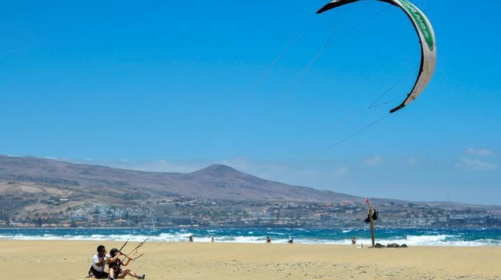 Kitesurfing-Maspalomas, Gran Canaria-Kitesurfing lessons in Maspalomas, south of Gran Canaria-2